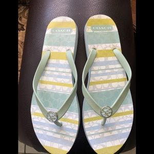 Women coach-sandals size 11-come like a 10.5